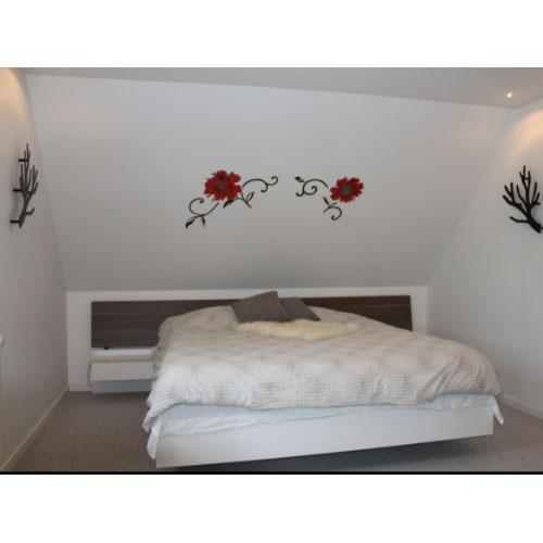 Knagen Kvisten her opsat i soveværelse så tøjet, morgenkåben etc. og når der ikke hænger tøj på en smart vægdekoration.