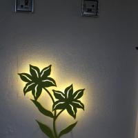 Vægdekoration liljen i lime grøn med LED lys