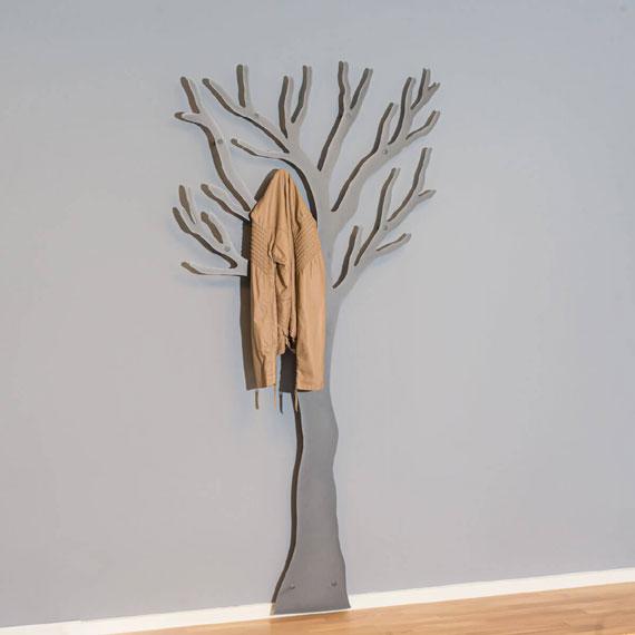 Knag grå træ med jakke