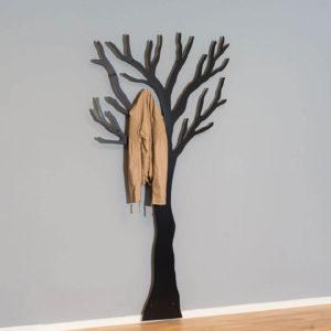 Knag sort træ med jakke