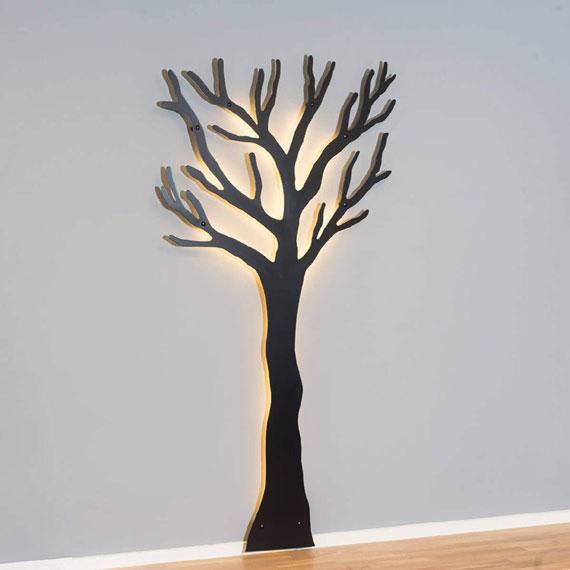 knag-træet-sort-med-lys-min