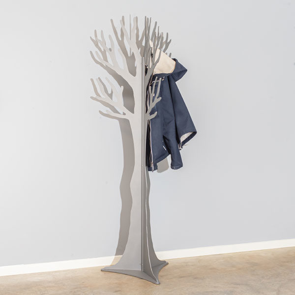 Stumtjener-graa-med-jakke