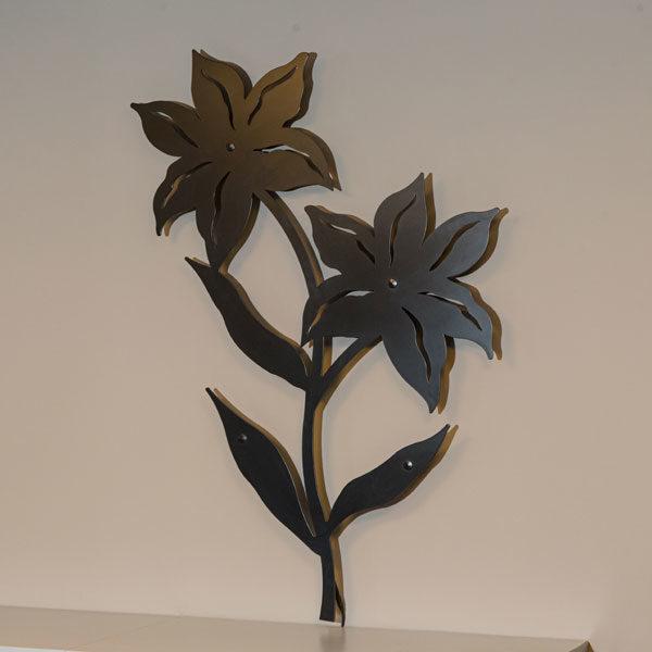 vægpynt lilje i sort